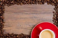 杯与豆框架的浓咖啡咖啡  库存图片