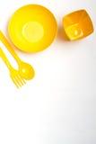 杯五颜六色的柔和的淡色彩,黄色,绿色,蓝色,在白色背景 免版税库存图片