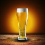 杯冰镇啤酒 免版税库存图片