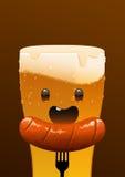 杯冷的字符啤酒和香肠 库存照片