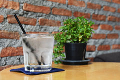 杯冷水 免版税图库摄影