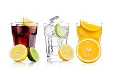 杯可乐和桔子汽水饮料和柠檬水 免版税库存照片