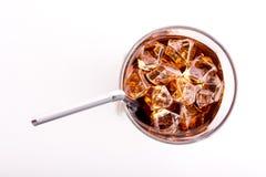 杯可乐和秸杆 库存图片