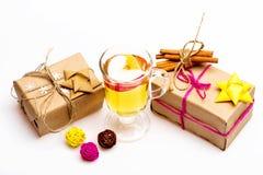杯可口glintwein或被仔细考虑的热的酒 免版税库存照片