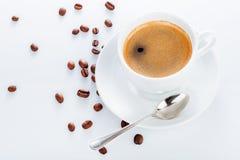 杯咖啡用茶碟豆 免版税图库摄影