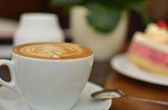 杯咖啡饮料和食物 库存图片