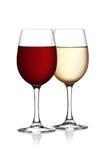 杯在一个空白背景的红色和白葡萄酒 库存图片