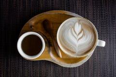 杯在木桌上的上等咖啡咖啡 免版税库存照片