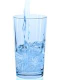 杯在白色背景的水 免版税库存照片