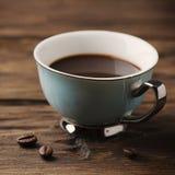 杯在葡萄酒桌上的意大利stong咖啡浓咖啡 免版税图库摄影