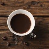 杯在葡萄酒桌上的意大利stong咖啡浓咖啡 库存图片