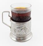 杯在葡萄酒玻璃持有人podstakannik的俄国茶 免版税库存照片
