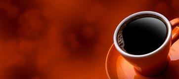 杯在bokeh背景的无奶咖啡 免版税库存图片