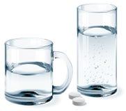 杯子和杯水 免版税库存照片