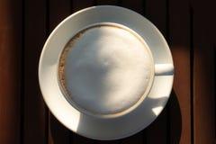 杯子咖啡在早晨时间的 免版税库存照片