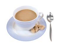 杯子咖啡甘蔗求茶碟的立方 库存图片