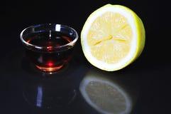 杯子柠檬茶 免版税库存照片