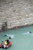 杯子潜水的极大的高度世界 免版税库存照片