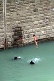 杯子潜水的极大的高度世界 免版税图库摄影