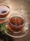 杯子热的茶有切片的柠檬 免版税库存照片
