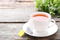 杯子茶茶袋 免版税库存图片