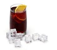 杯子装载了鲜美新鲜的玻璃的桑格里&# 库存照片