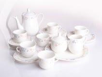 杯子集合茶壶 在背景和杯子设置的茶壶 免版税图库摄影
