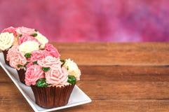 杯形蛋糕上升了 免版税库存照片