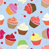 杯形蛋糕仿造无缝 与心脏和樱桃的各种各样的蛋糕 向量例证