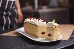 杯形蛋糕充满装饰 免版税库存照片