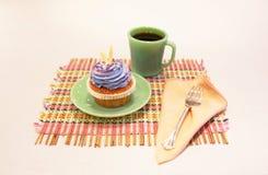 杯形蛋糕和咖啡 免版税库存图片