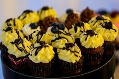 杯形蛋糕和松饼 免版税库存照片