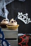 杯形蛋糕喜欢鬼魂万圣夜点心 免版税库存照片