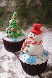 杯形蛋糕圣诞节雪人 免版税图库摄影