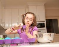 杯形蛋糕女孩冰年轻人 库存照片