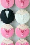 杯形蛋糕当事人婚礼 库存图片