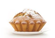 杯形蛋糕查出的被洒的糖 免版税库存照片