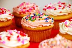 杯形蛋糕桃红色白色 免版税库存图片