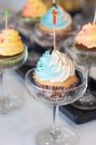 杯形蛋糕点心片断的特写镜头。 库存图片