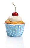 杯形蛋糕用新鲜的樱桃 免版税库存照片