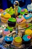 杯形蛋糕立场 免版税图库摄影