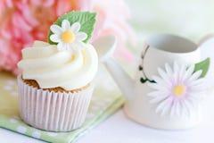 杯形蛋糕雏菊 库存照片