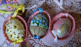 杯形蛋糕Eastereggs柔和的淡色彩 免版税库存图片