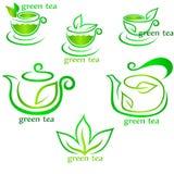 杯新鲜的茶和绿色叶子 库存图片