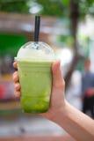 杯日本matcha绿茶冰圆滑的人frappe 库存图片