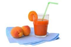 杯杏子汁 库存照片