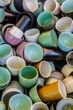 杯杯子和更多杯子 库存图片