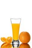 杯橙汁和橙色片断 库存照片