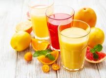 杯汁液和柑橘水果 库存照片