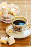 杯浓咖啡和甜点 免版税图库摄影